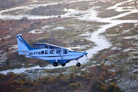 Ein Flug über das Okavangodelta in Botswana zählt zu den absoluten Safari Highlights.