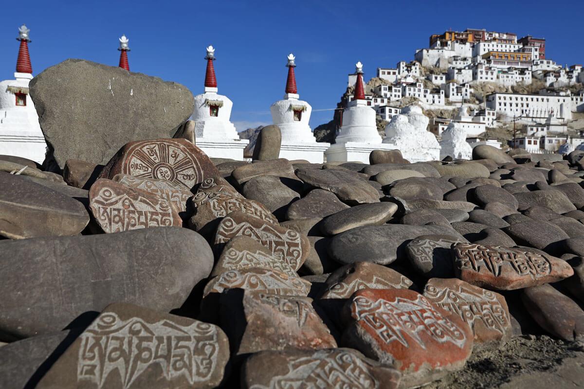 Das Kloster Thiksey ist eine buddhistische Tempel- und Klosteranlage, etwa 18 km von Leh entfernt. Das Kloster liegt in fast 3300 m Höhe auf einem Hügel im oberen Industal.