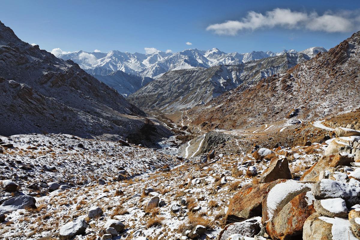 Ulley - das Tal der Schneeleoparden. Am Ende dieser Strasse liegt der Ort Ulley (3-4 Häuser) auf ca. 4100 Metern Höhe.