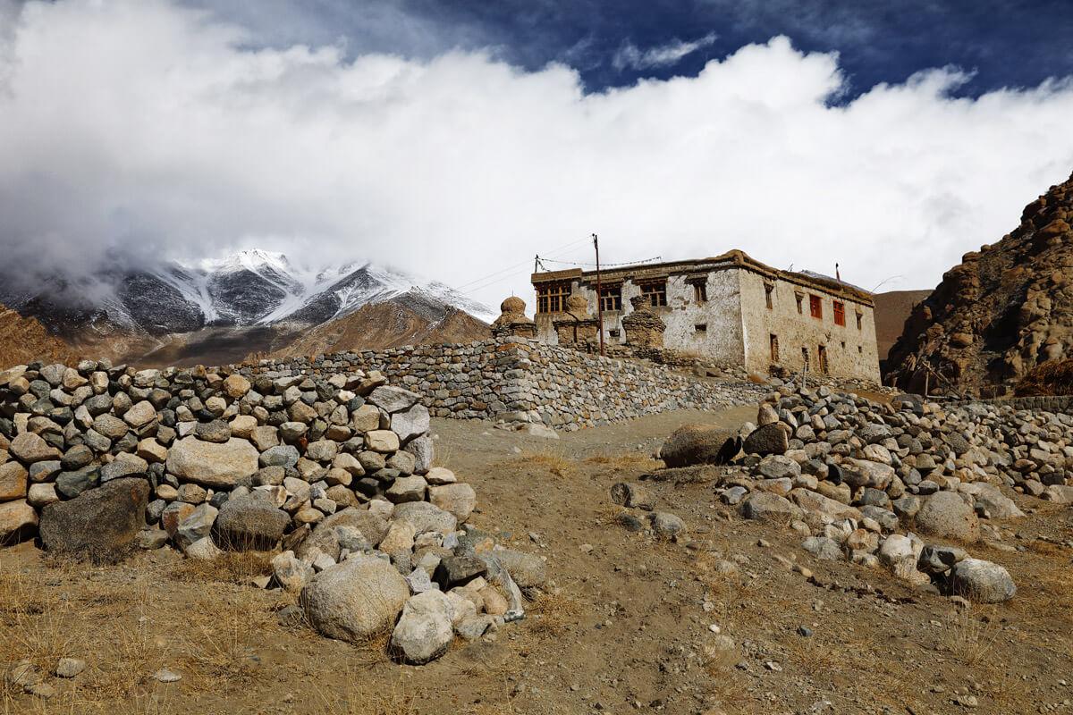 Ein Haus in Ulley - ein typisches altes Haus in dem die meisten Ladakhis heutzutage wohnen.