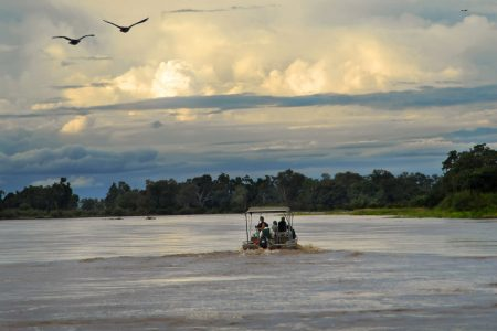Mit dem Boot unterwegs im South Luangwa, Sambia
